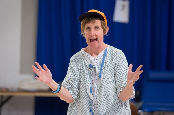 Julie Hesmondhalgh in Wit