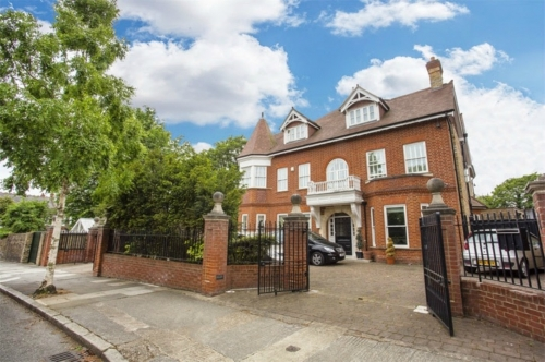 The Beautiful Homes of Ealing